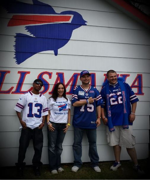 From the left Bre, Leslie, Del are your #BillsMafia founders.